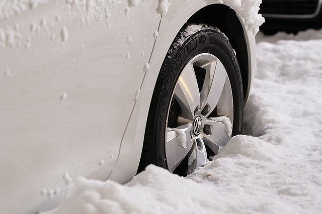 Los neumáticos al conducir con nieve