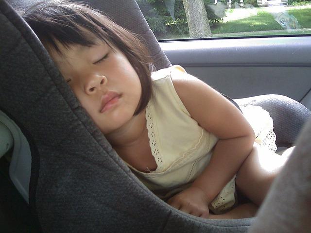 Reglas básicas para llevar a los niños en un coche
