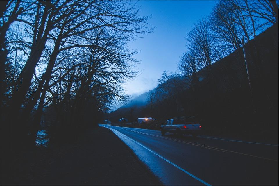 Conducir de noche con precauciones- oscuridad